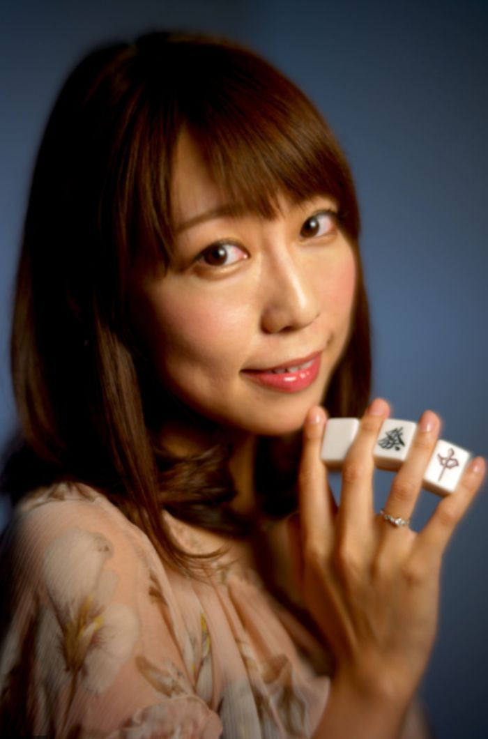 女流雀士と薬指の指輪